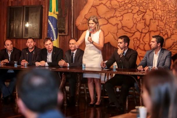 PORTO ALEGRE, RS, BRASIL, 18/03/2019 - Governador Eduardo Leite recebe comitiva do movimento Juntos pela Duplicação da BR-116. Foto: Gustavo Mansur / Palácio Piratini