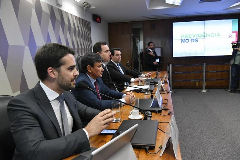 Comissão Especial destinada a acompanhar a PEC 6, de 2019 (CEPREV) realiza audiência pública interativa para tratar sobre a proposta de reforma da Previdência.\n\nMesa:\ngovernador do Rio Grande do Sul, Eduardo Leite;\ngovernador do Piauí, Wellington Dias