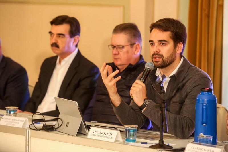 Reunião de secretariado, com aliados de partidos e dirigentes de veiculadas, traça panorama dos primeiros seis meses de governo