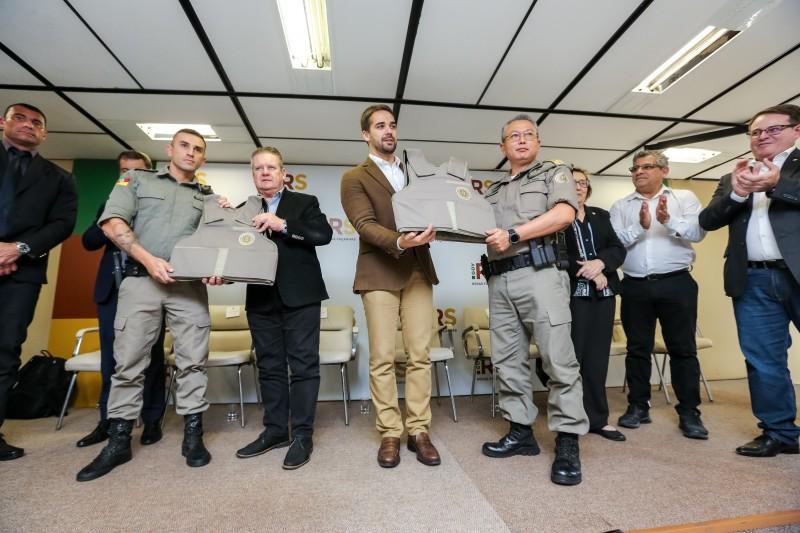 Entrega de viaturas da Brigada Militar e assinatura do decreto que institui a Operação Verão RS 2020