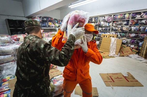 Defesa Civil é responsável pela distribuição de alimentos e doações