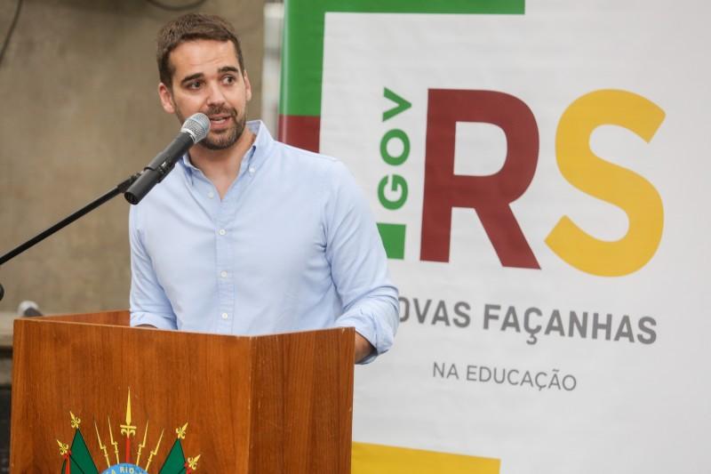 PORTO ALEGRE, RS, BRASIL, 21/01/2021 - O governo realizou, nesta quinta-feira (21/1), a cerimônia de entrega de 46 ônibus rurais escolares para qualificar o transporte em regiões do Estado onde a moradia dos estudantes fica distante das escolas. No total,