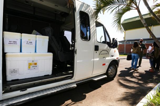 PORTO ALEGRE, RS, BRASIL, 25/01/2021 - Aeronaves do governo do Estado transportam para municípios do interior, nesta segunda-feira (25/1), carregamento de vacinas da Oxford / AstraZeneca contra a Covid-19. As doses foram enviadas pelo Ministério da Saúde
