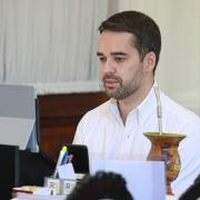 PORTO ALEGRE, RS, BRASIL, 5.4.2021. Governador Eduardo Leite durante reunião com a Federação das Associações de Municípios (Famurs) . Foto: Itamar Aguiar/Pálacio Piratini