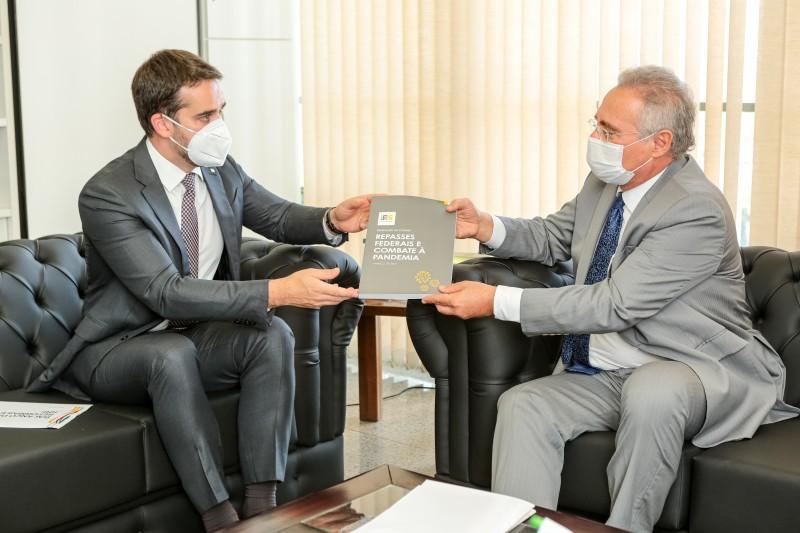 BRASÍLIA, DF, BRASIL, 27.04.2021 - Reunião com senador Renan Calheiros, relator da CPI Covid. Fotos: Gustavo Mansur/ Palácio Piratini
